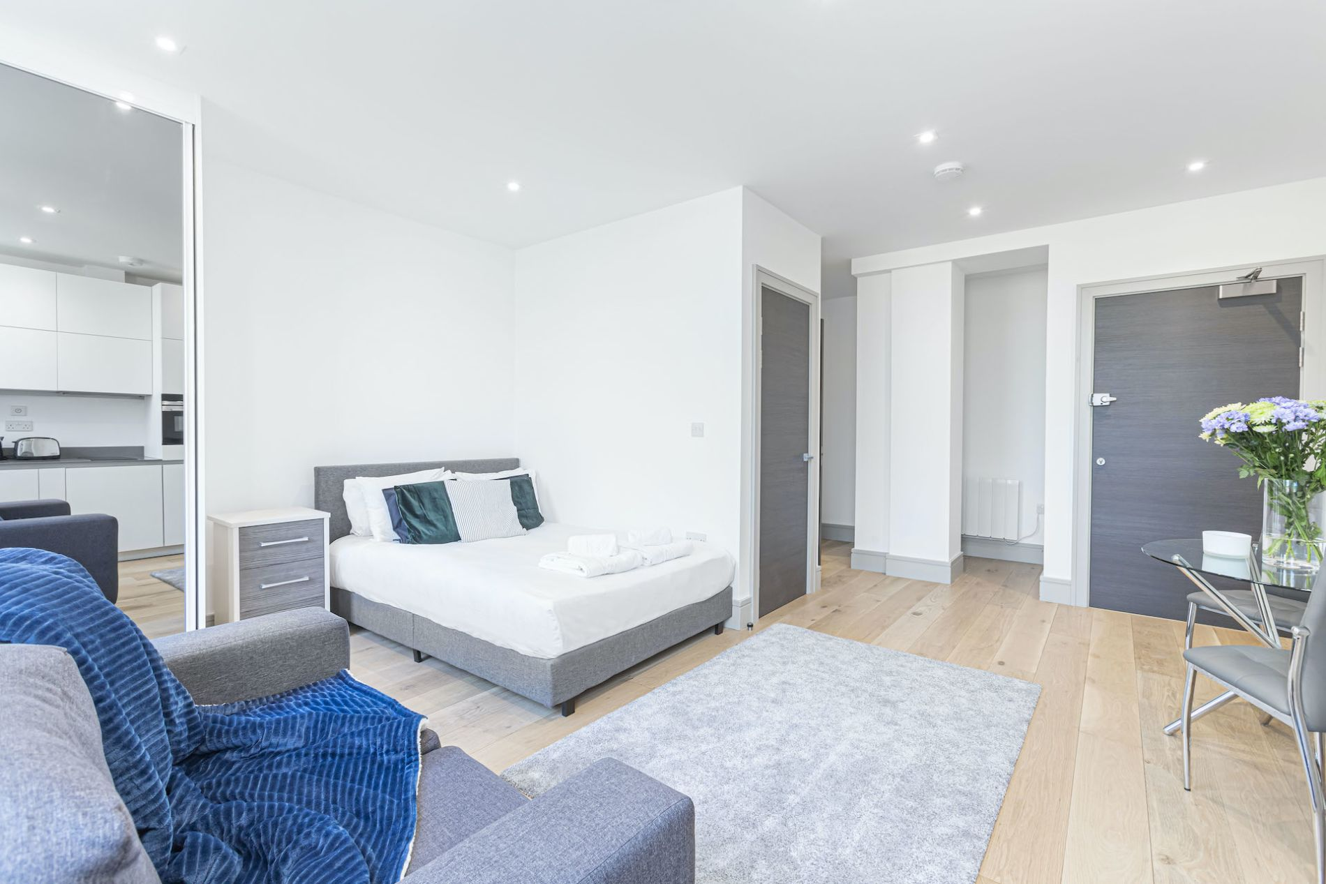 London studio serviced apartment 2