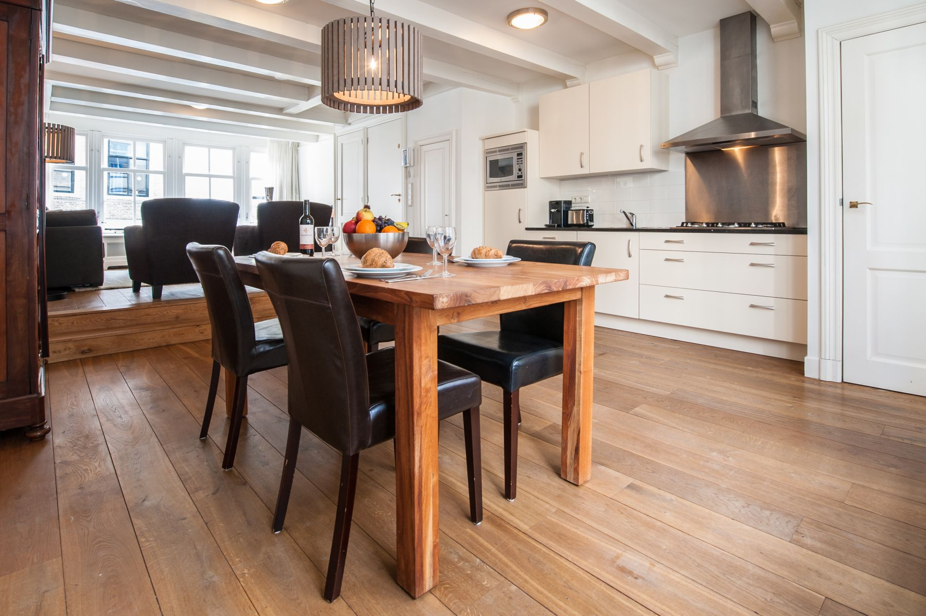 Serviced apartment that allows pets in Jordaan, Amsterdam
