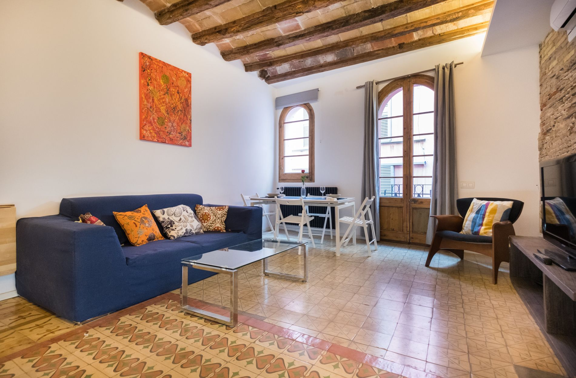 Serviceed apartment with private terrace in Barcelona that allows pets