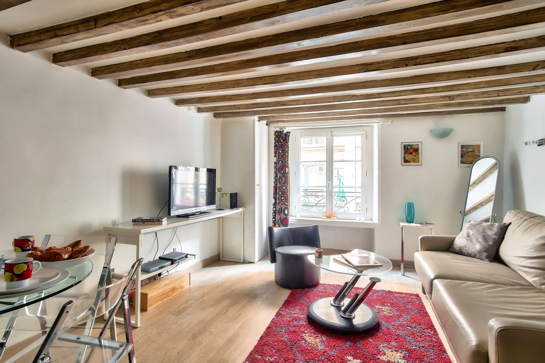 Serviced accommodation that allows pets in the Marais district of Paris