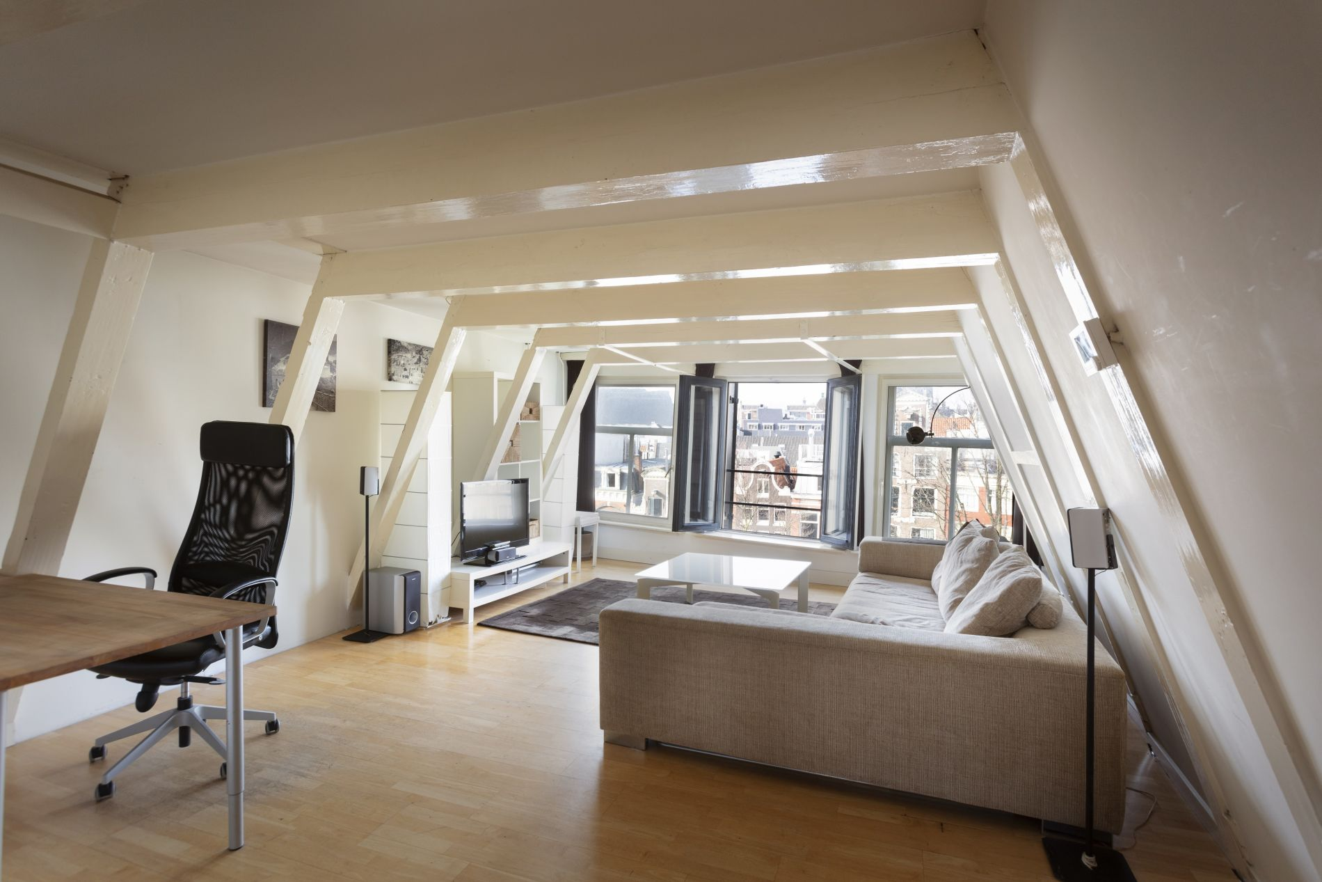 Instant bookable serviced apartment in Amsterdam with canal view
