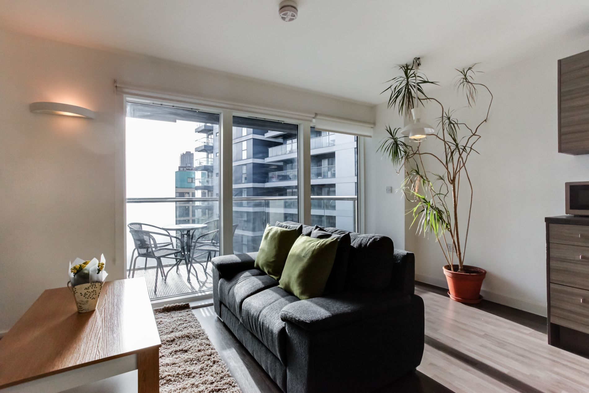 Serviced rental in London with balcony 1