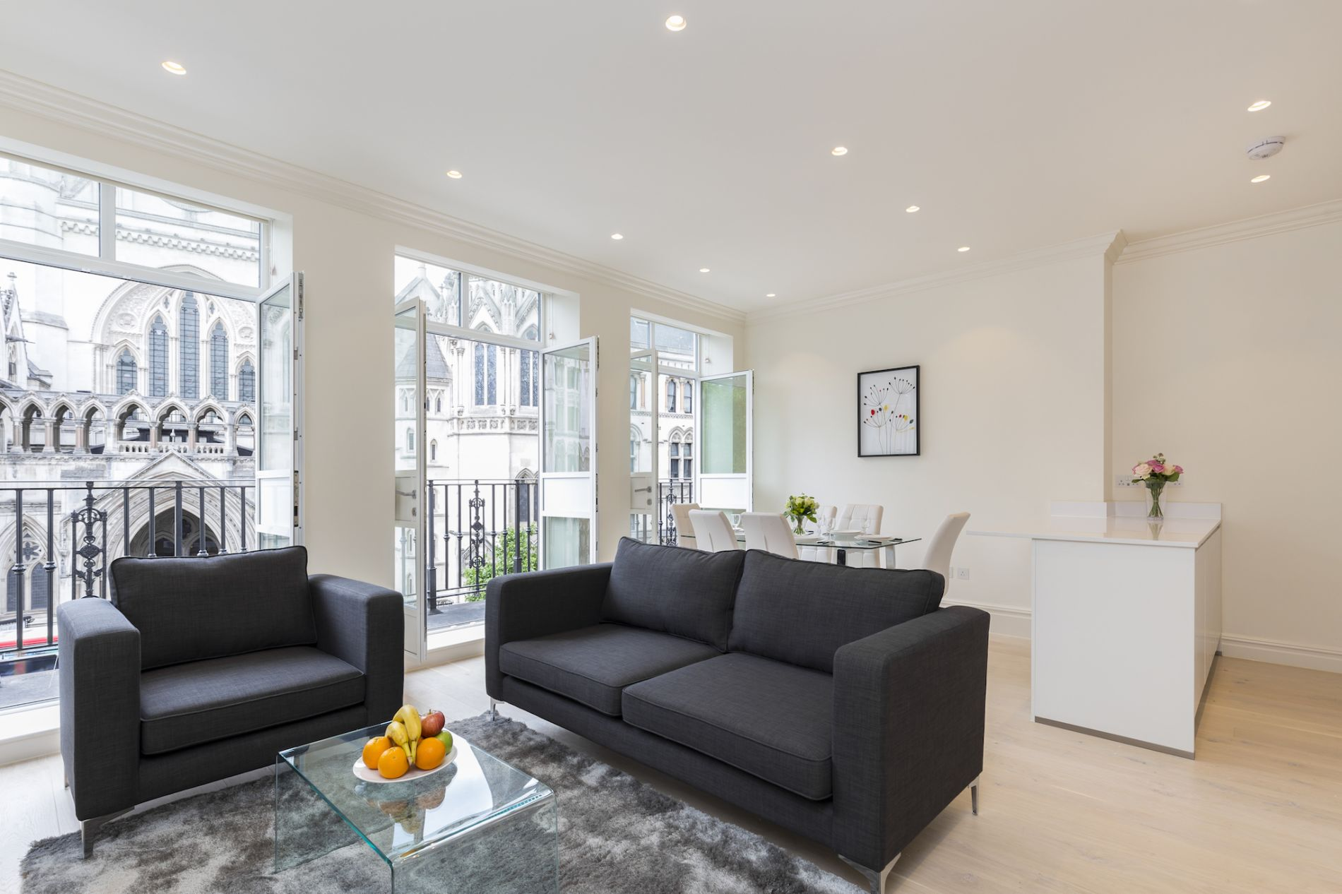Serviced accommodation with balcony in Covent Garden, London