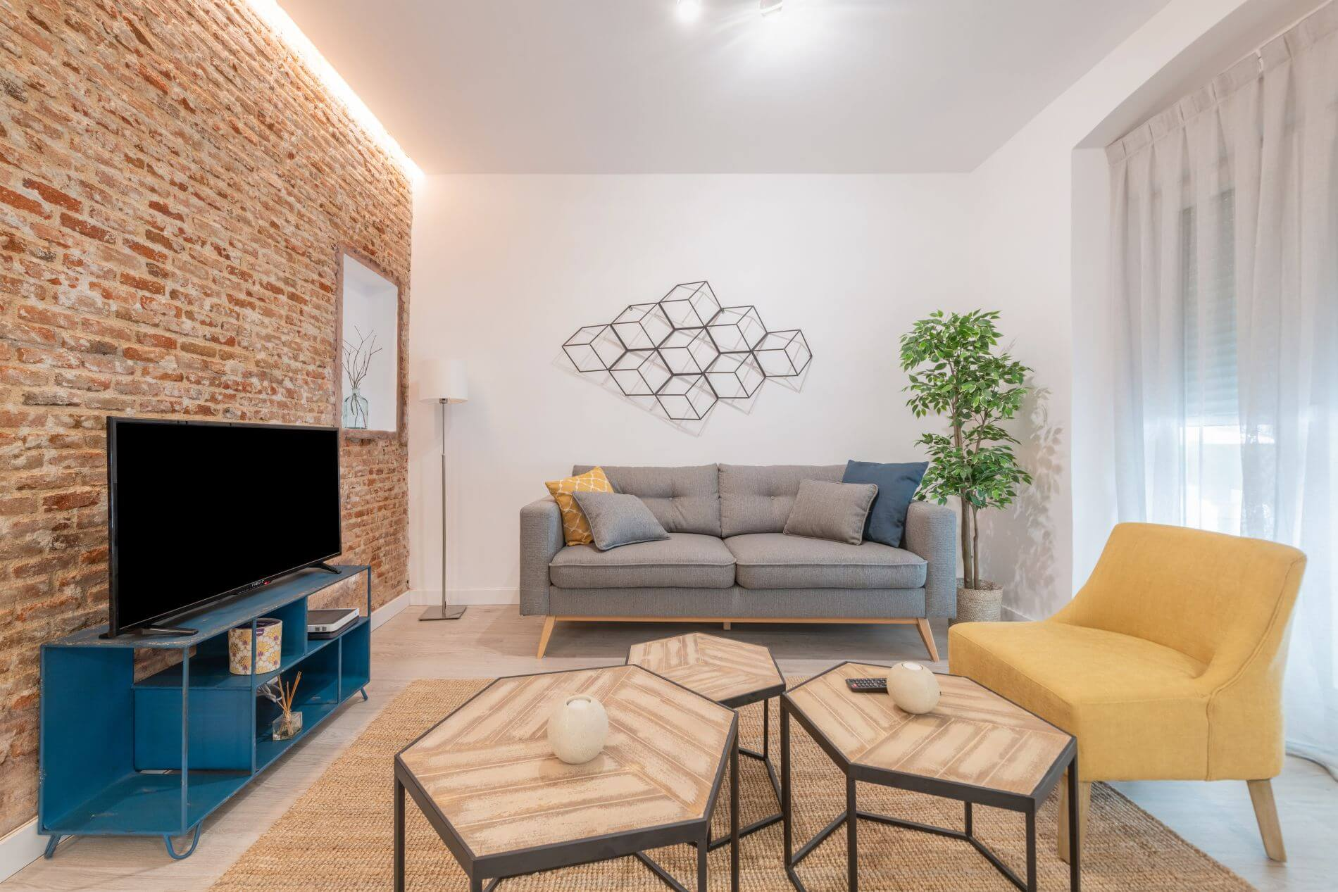 2 bedroom family-friendly serviced apartment in Madrid near Ventas