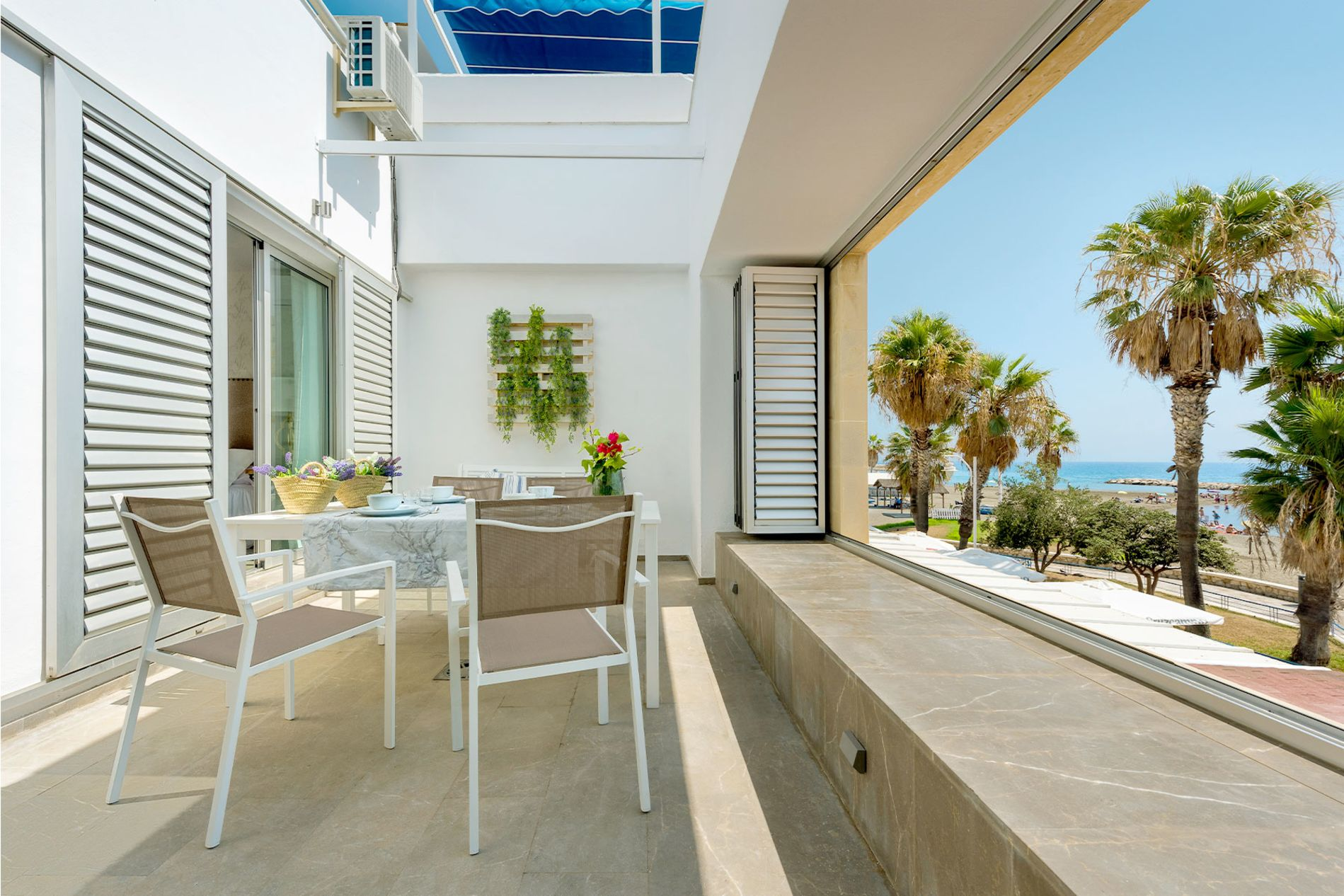 2 Bedroom House with a Fabulous Terrace/ Balcony in Malaga