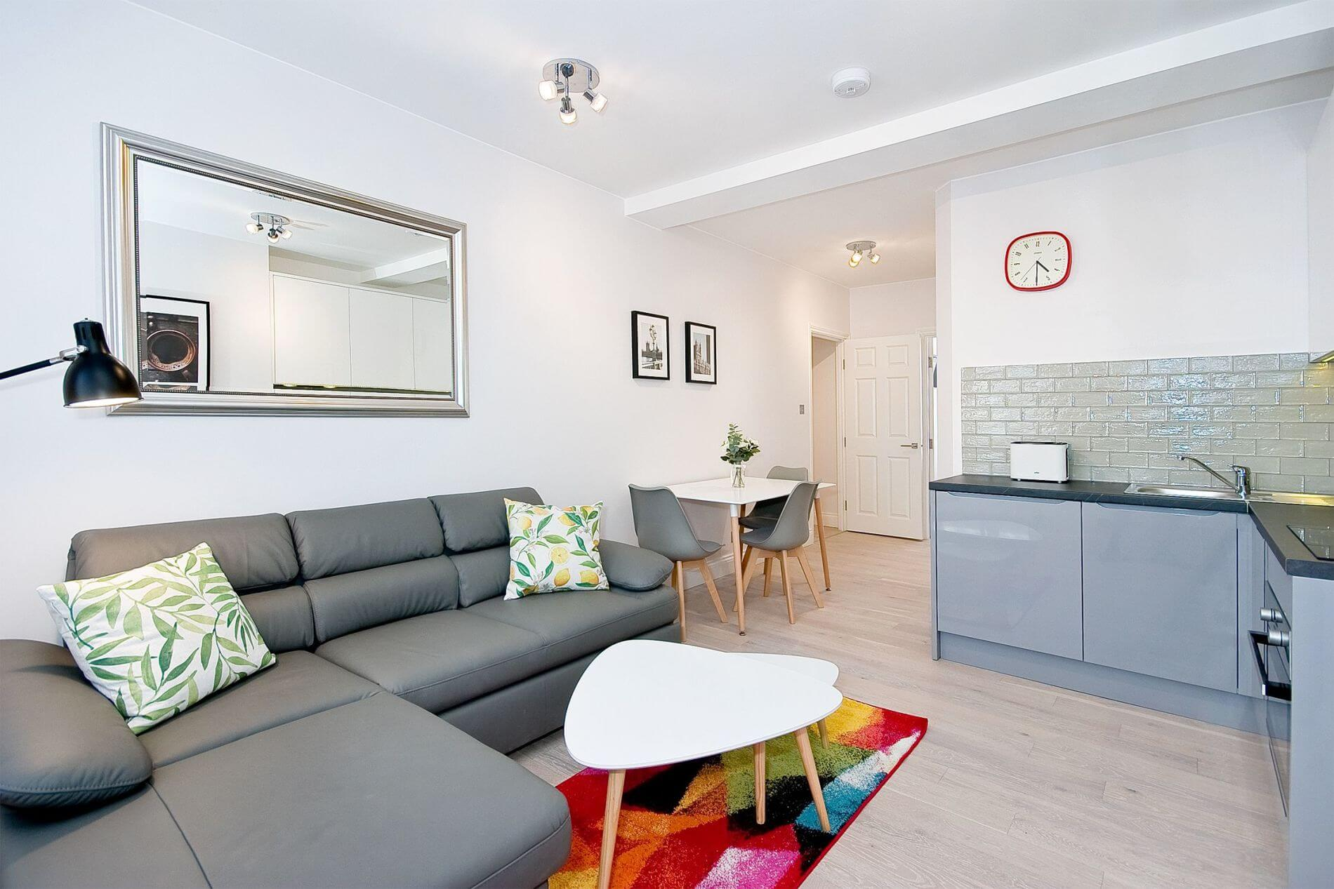 Comfy 1 bed serviced apartment in central location in London for long stays