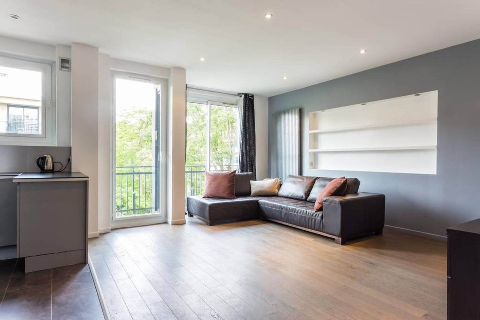 Large serviced apartment in Neuilly Paris for long stays