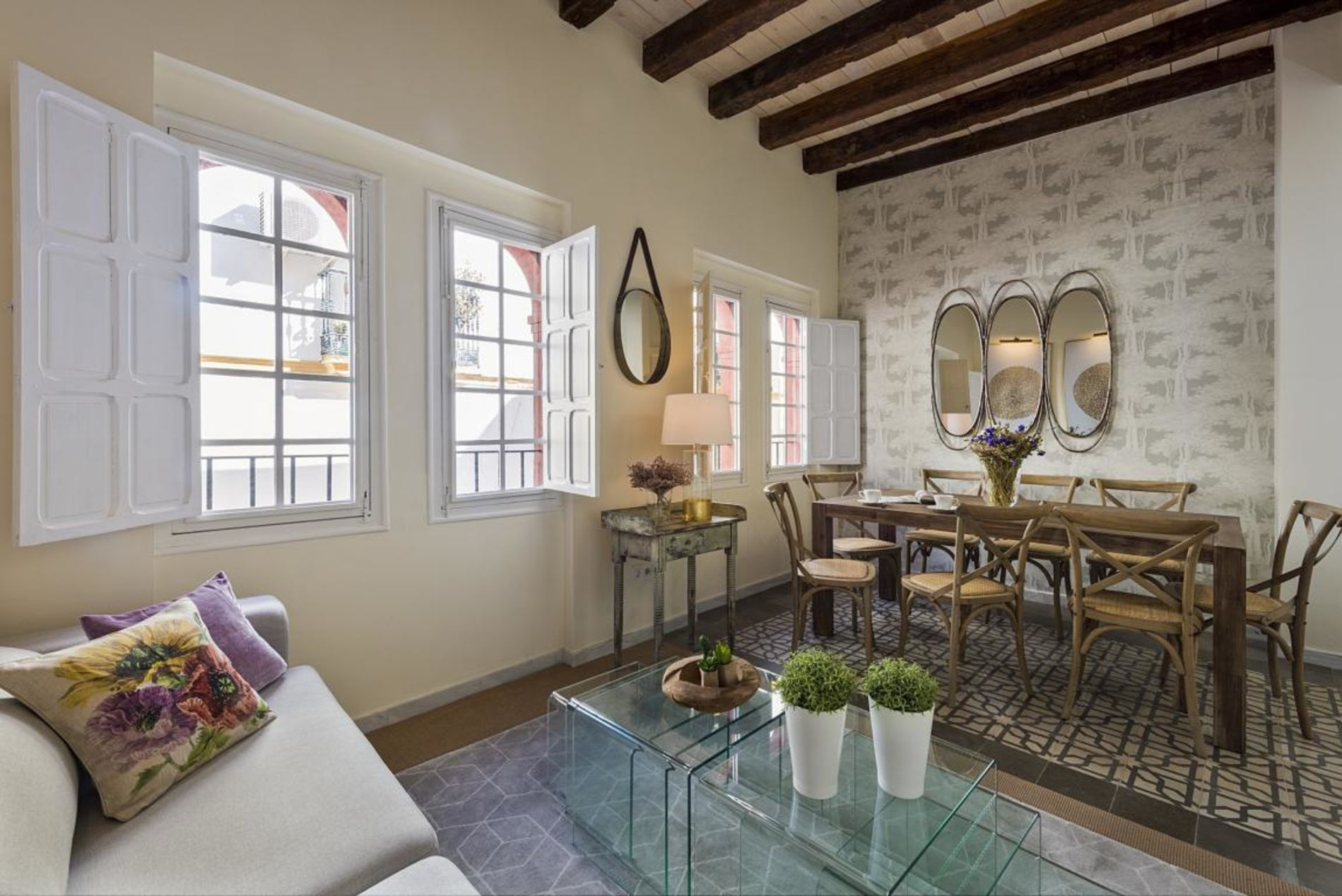 Large house with private terrace in Seville that welcomes pets