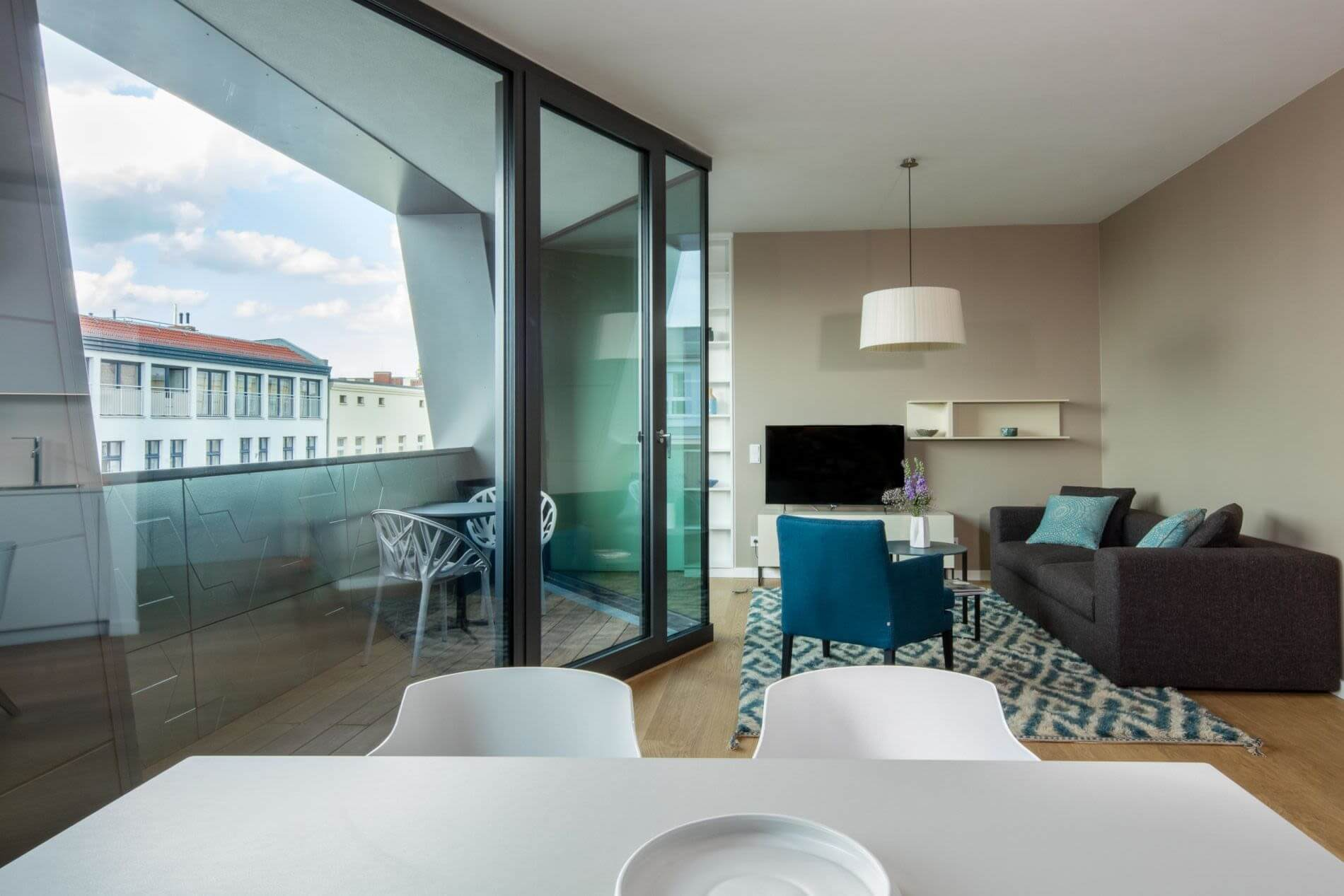 Serviced studio apartment with balcony for rent in Berlin