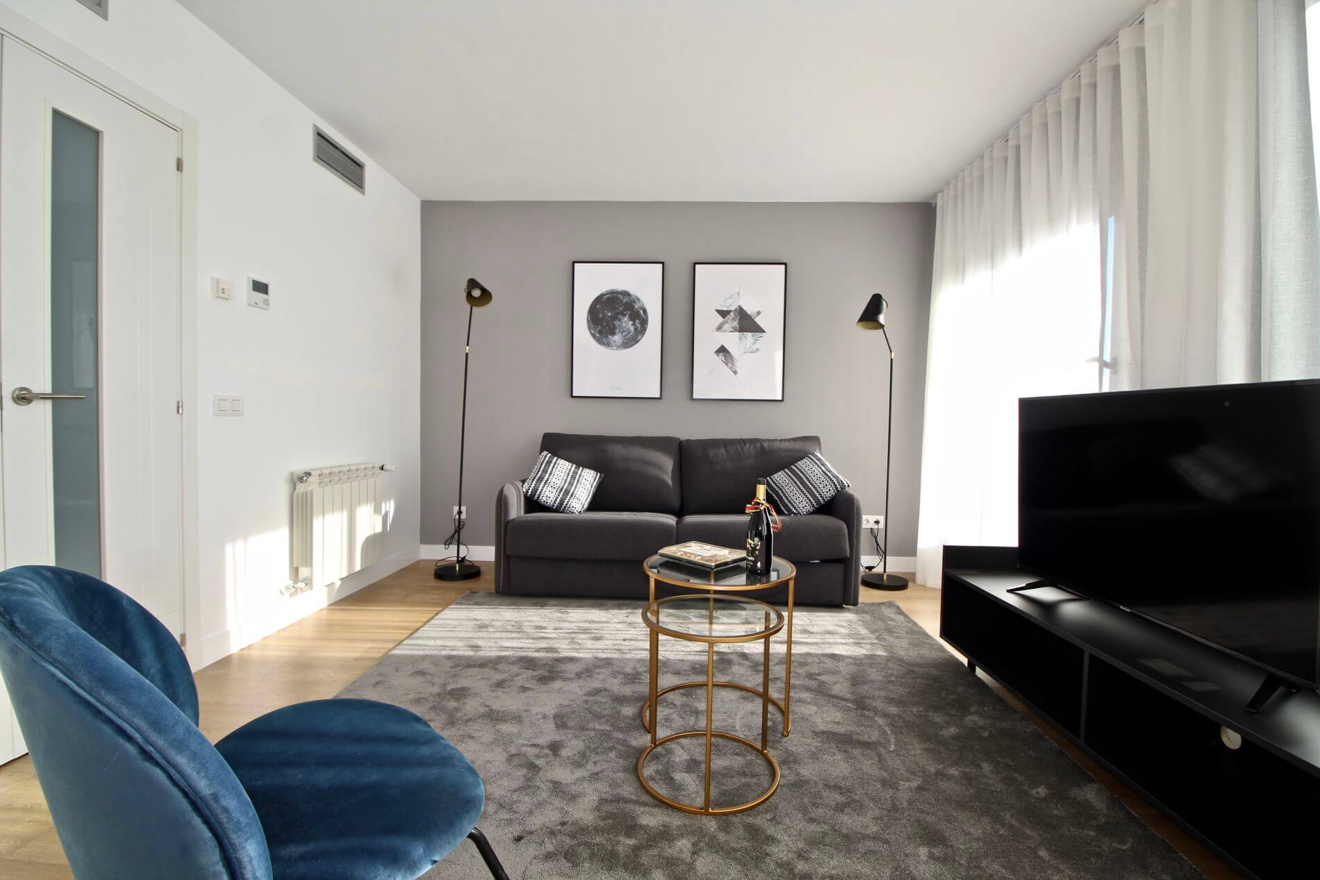 Serviced apartment in Madrid with balcony 3
