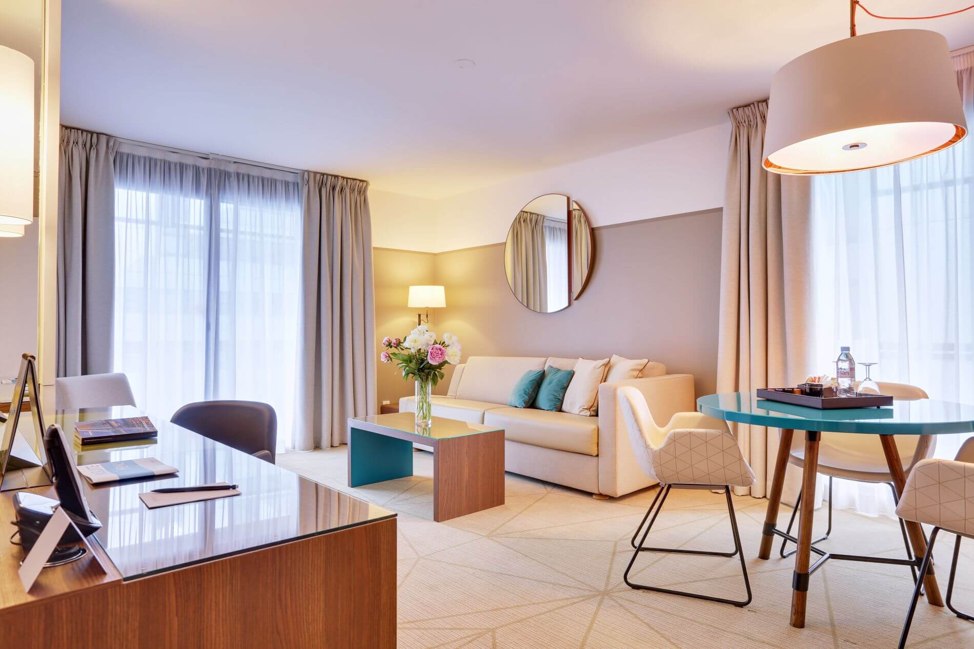 Serviced apartment with hotel serviced and a beautiful balcony in Paris