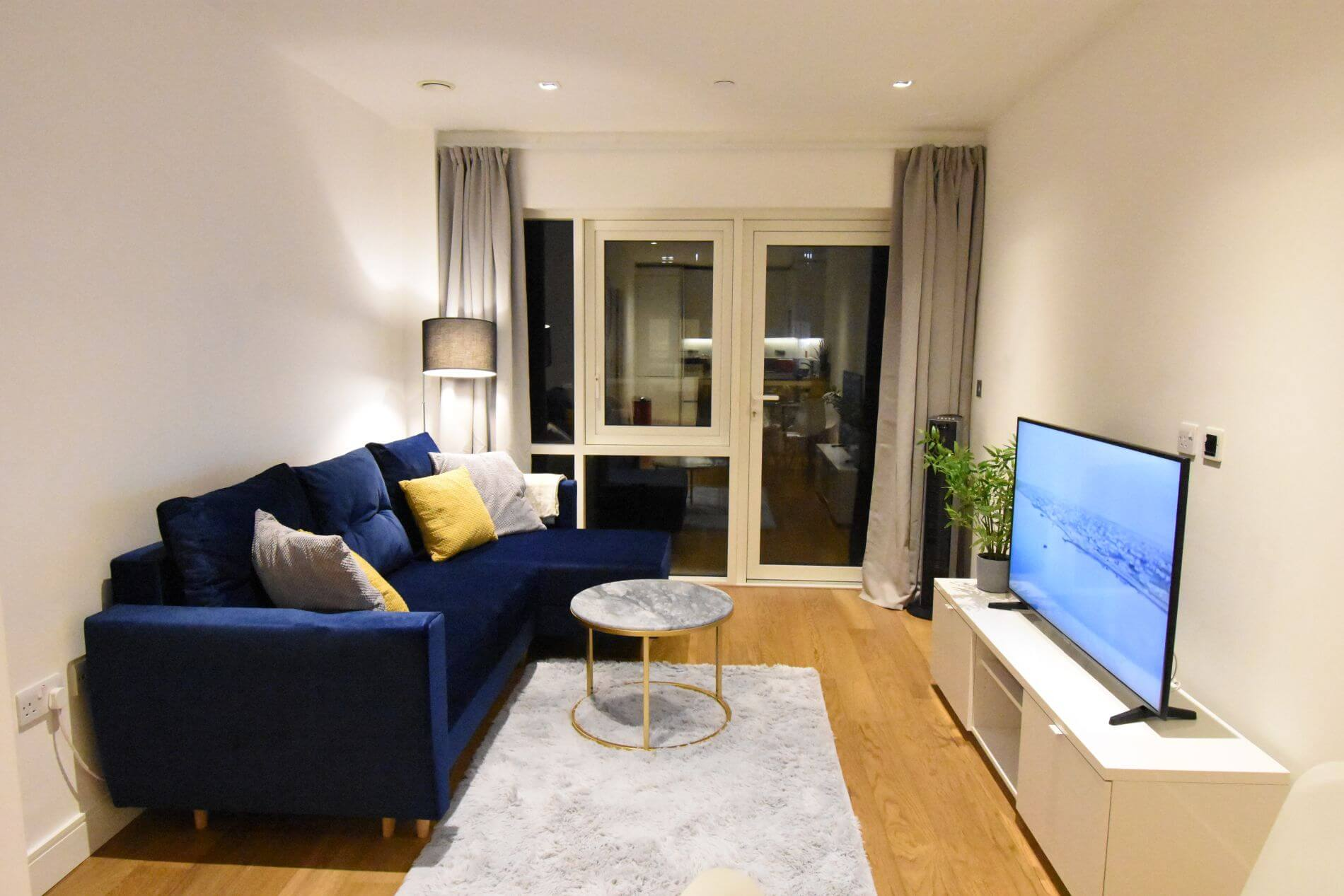 Short term 1 bedroom serviced apartment in Ealing, London