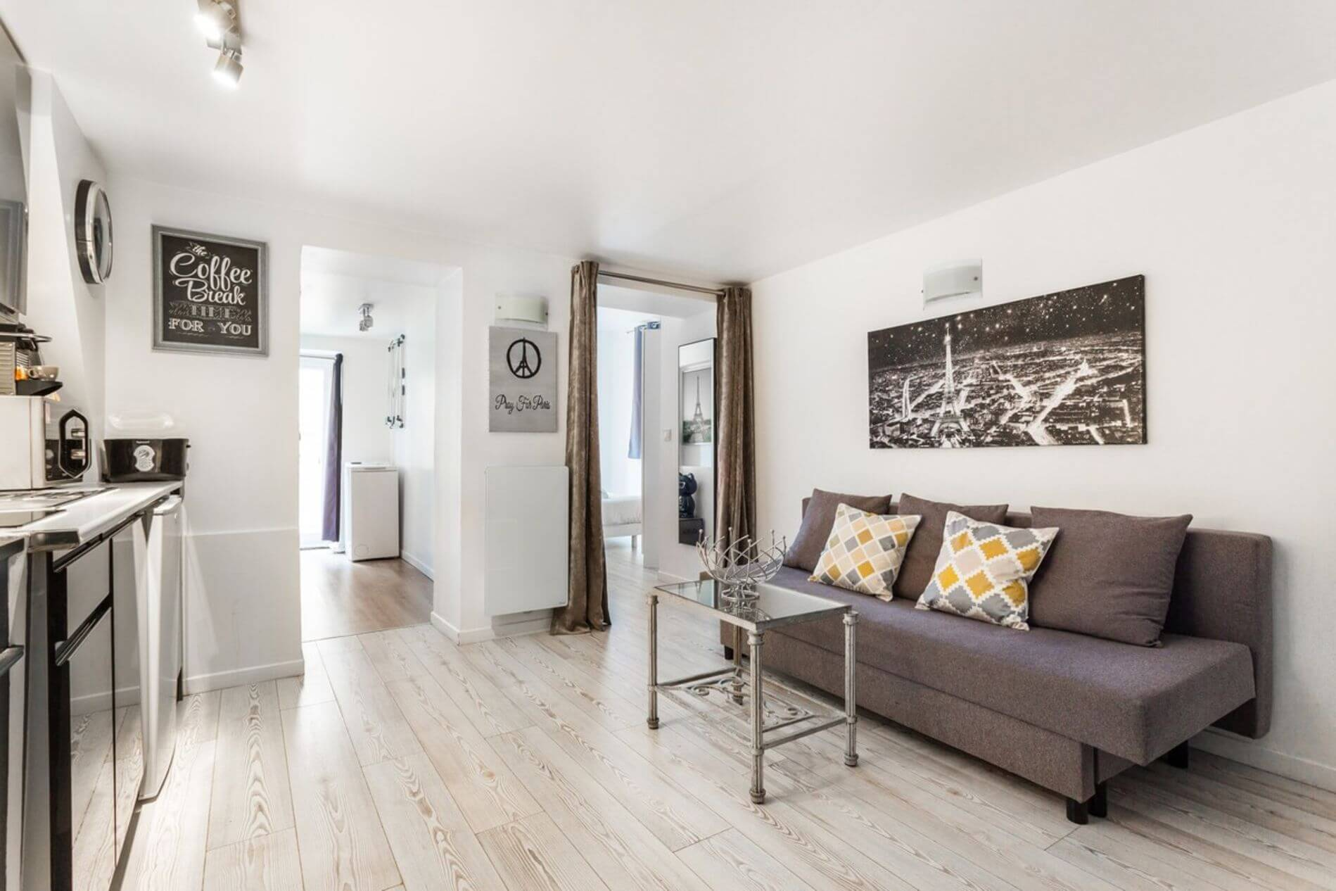 Comfy serviced apartment in the heart of Paris available for short stays