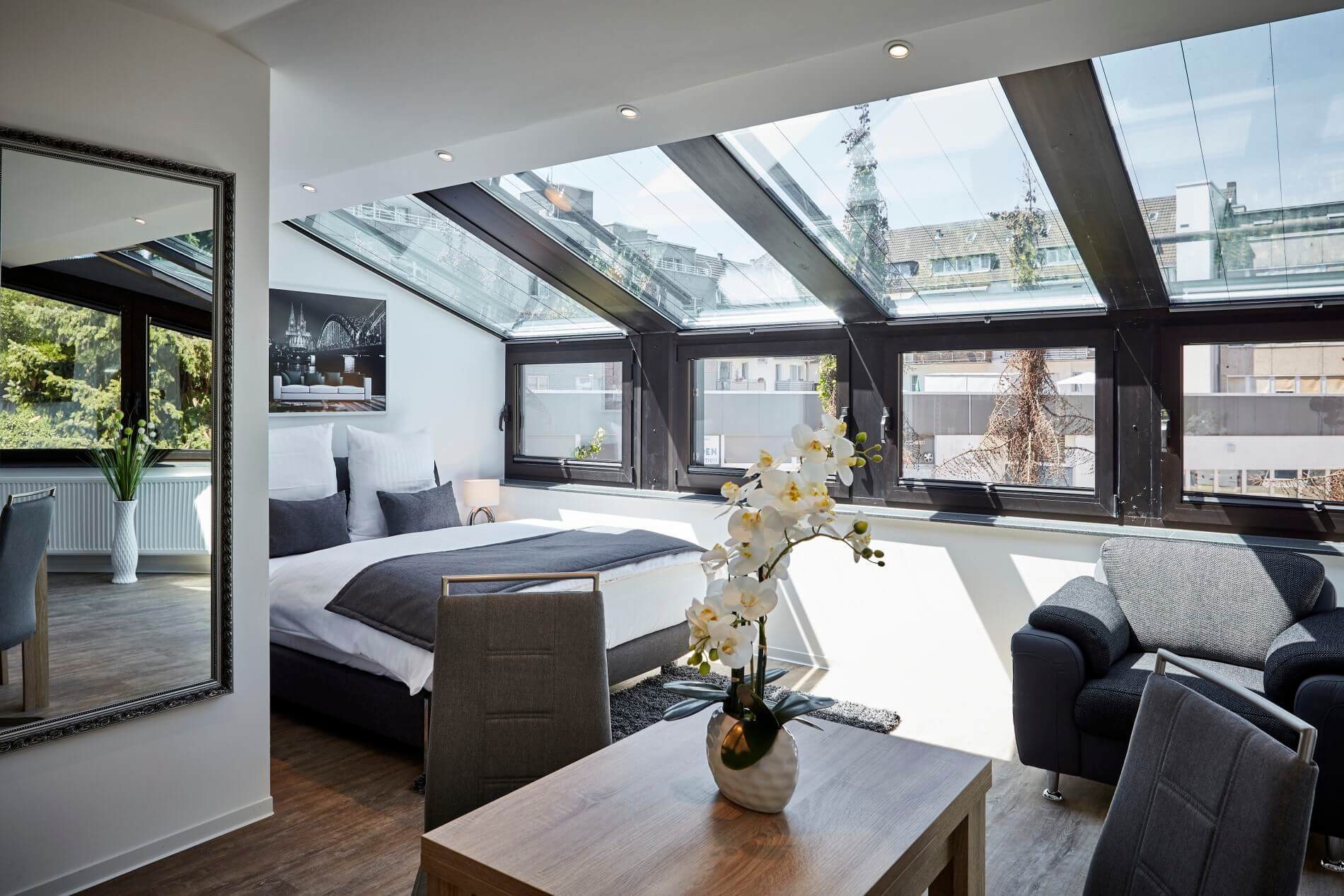 Modern, furnished apartment rental in Cologne