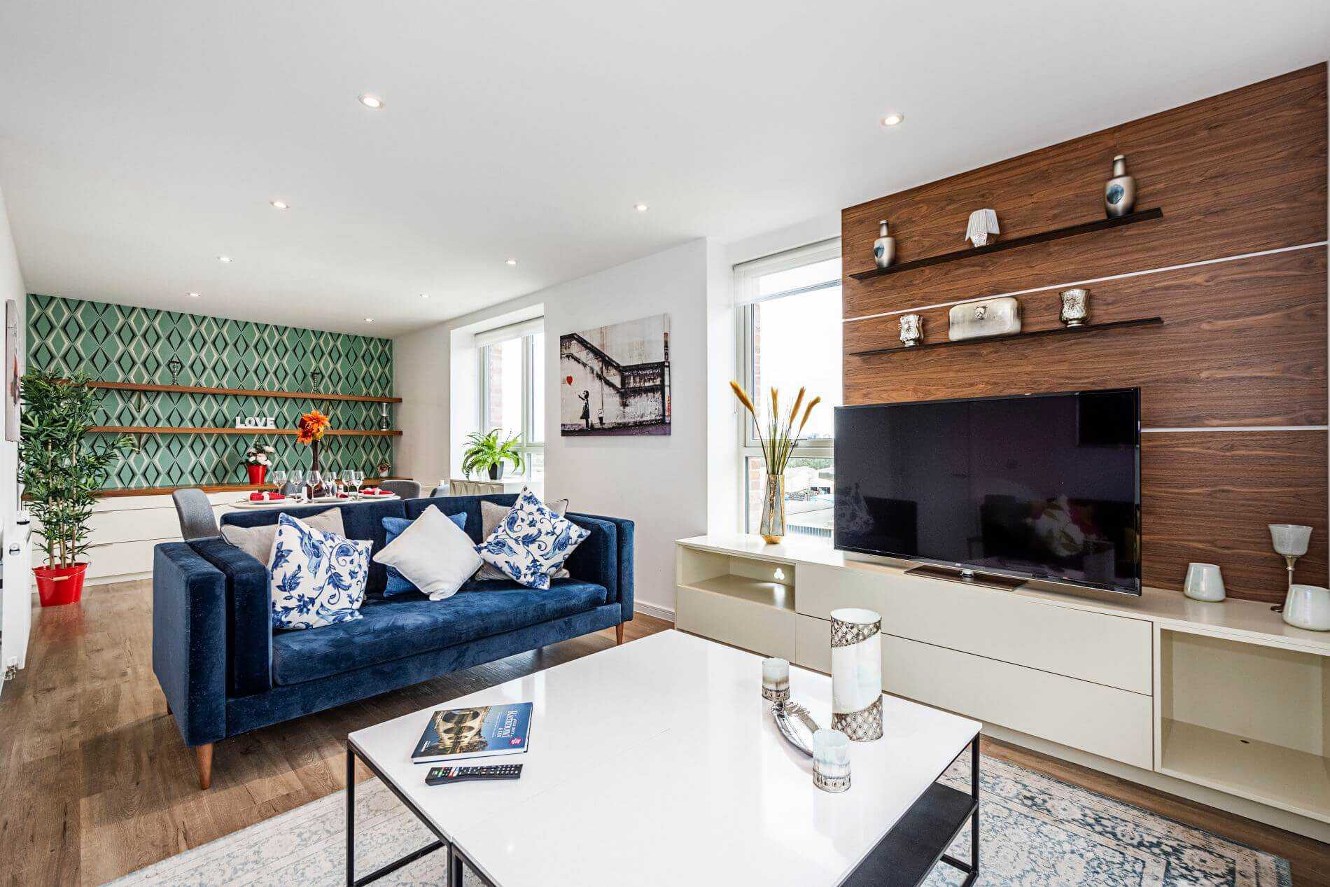 Fully equipped 3 bedroom penthouse in Chiswick with a balcony