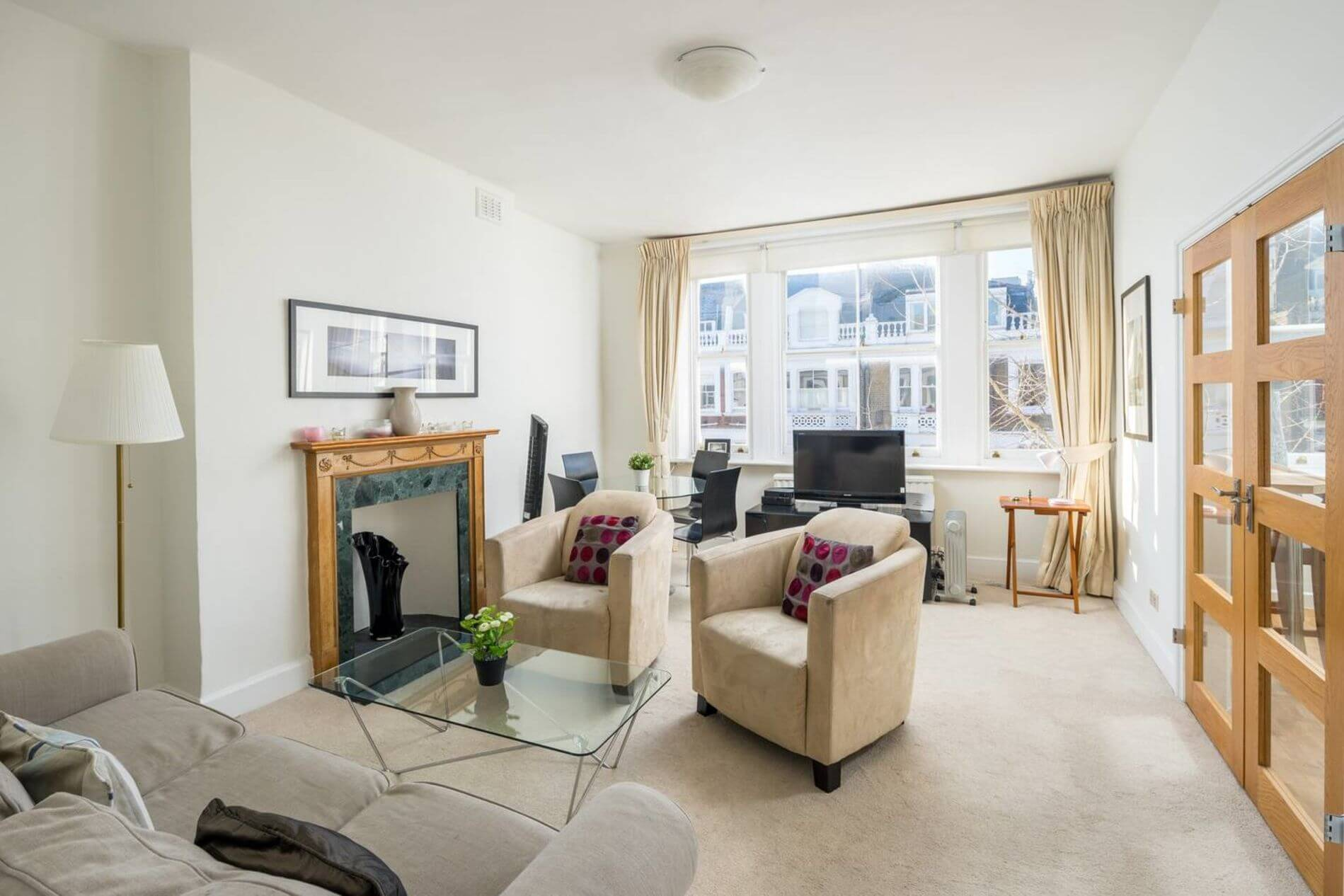 Furnished apartment suitable for families in London 3