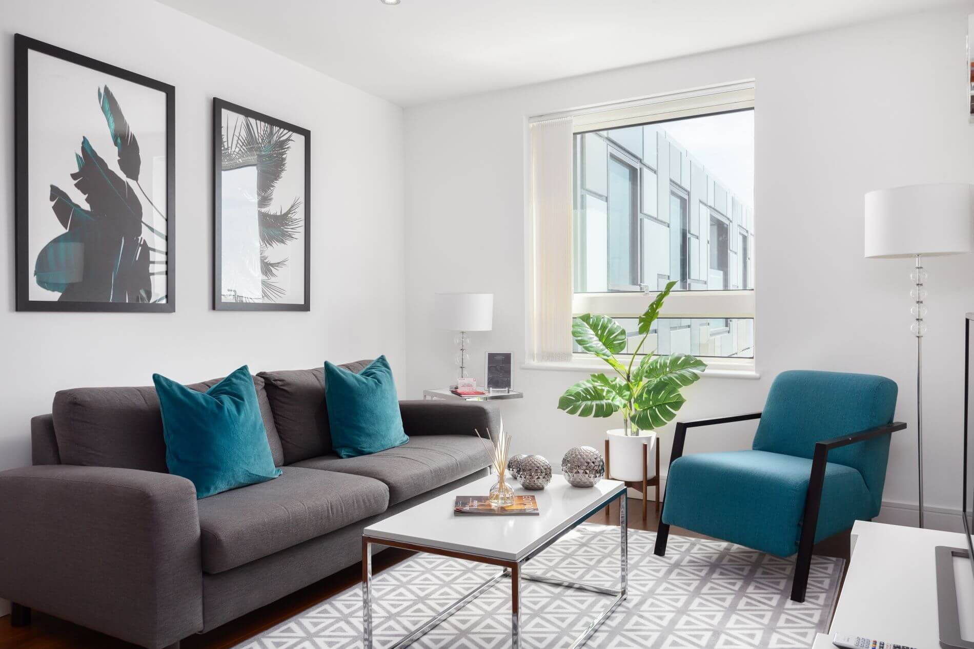 Fully quipped property rental in Canary Wharf with instant booking option