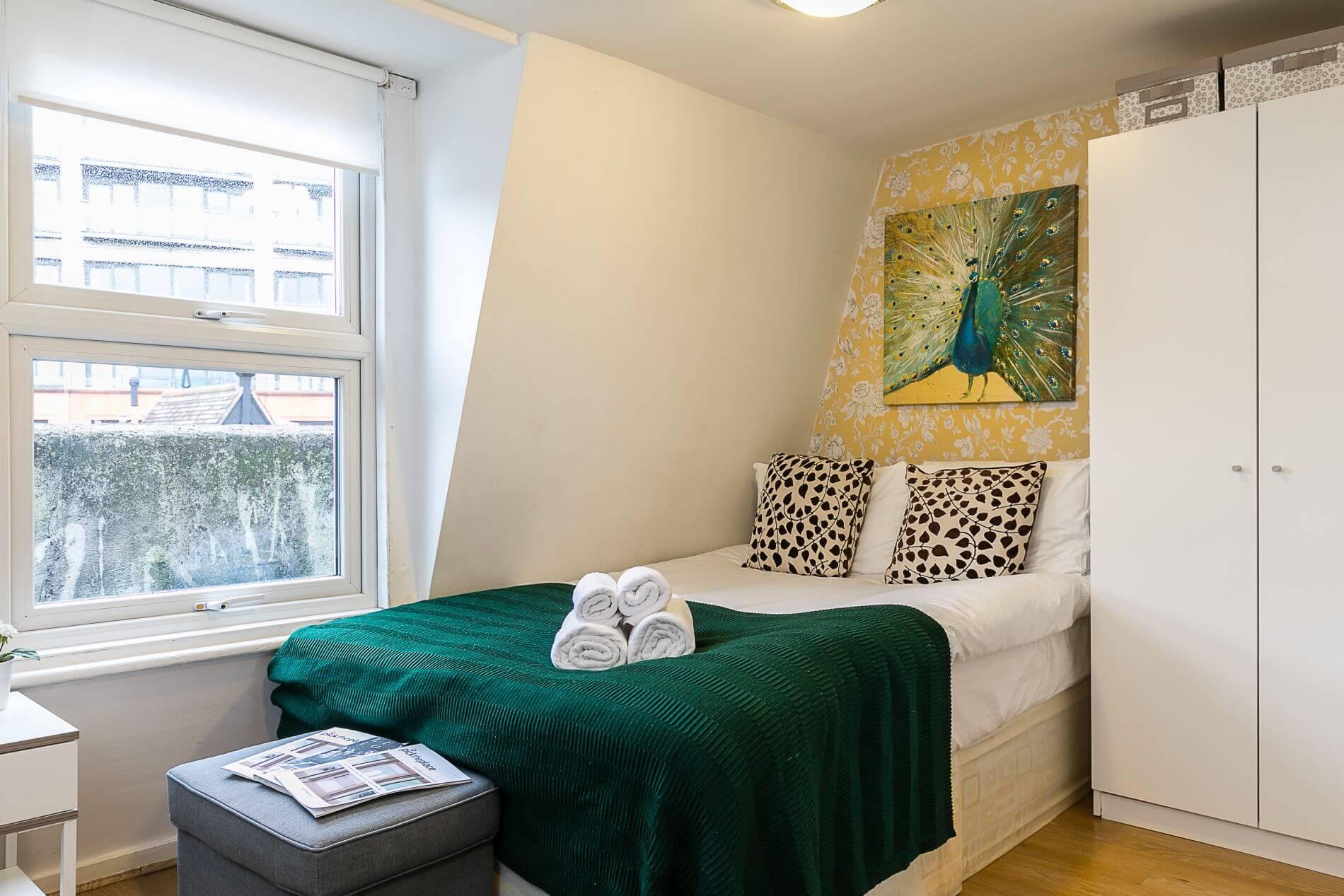 Studio flat in Paddington, London