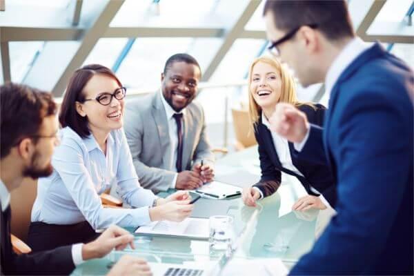 Hier würden Sie mehrere mögliche Mitarbeiter für den Bereich HR bei Homelike sehen.