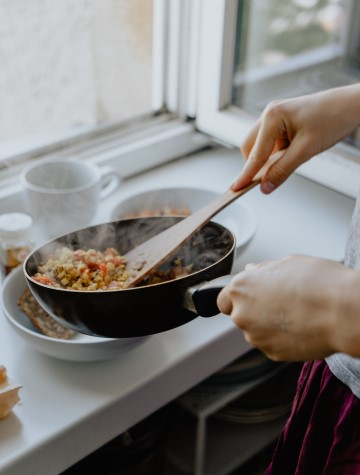 Cooking healthy meals helps business travelers to stay energizes