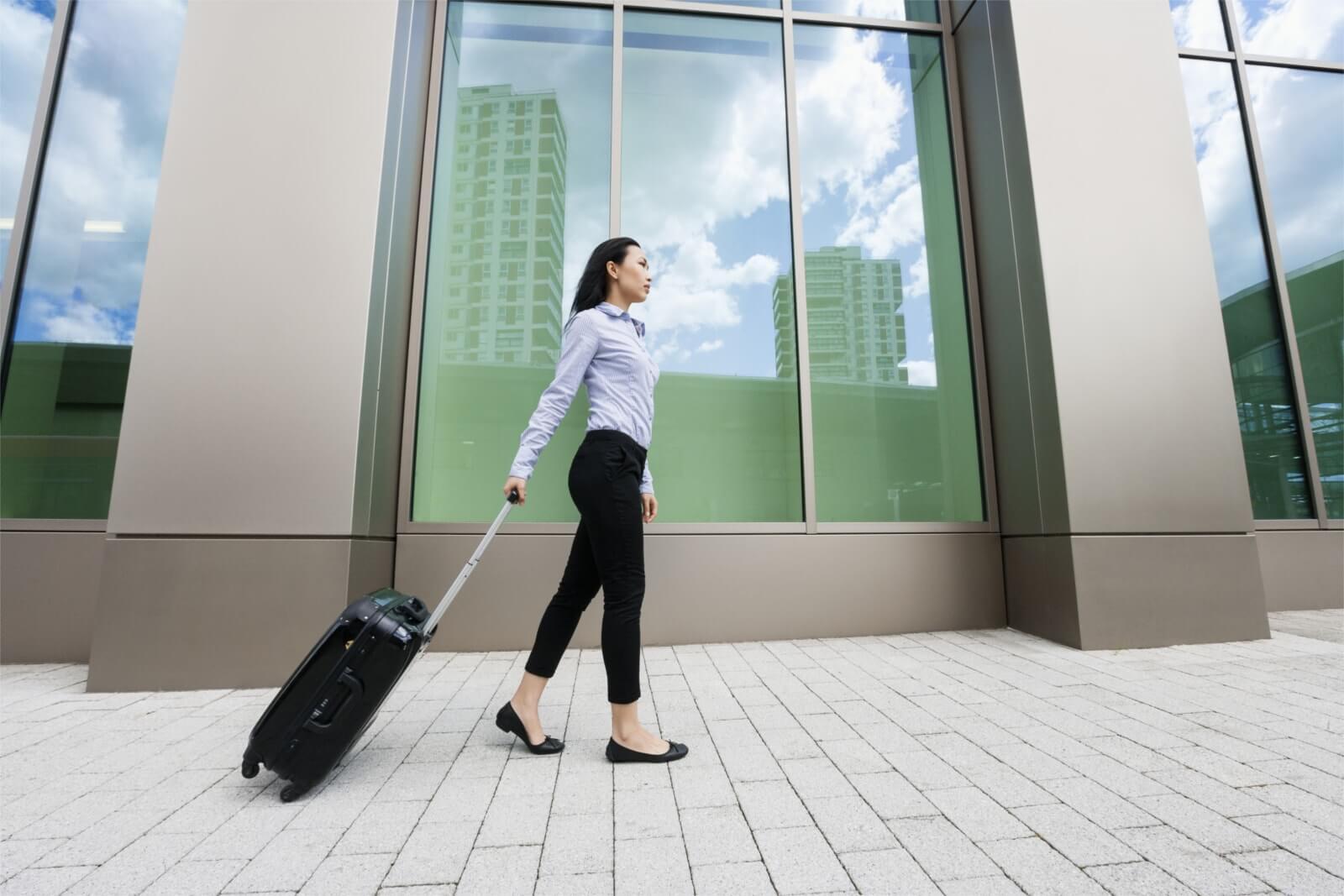 Hier würden Sie das Bild einer Geschäftsreisenden sehen, der Sie Ihre Wohnung auf Zeit vermieten könnten.