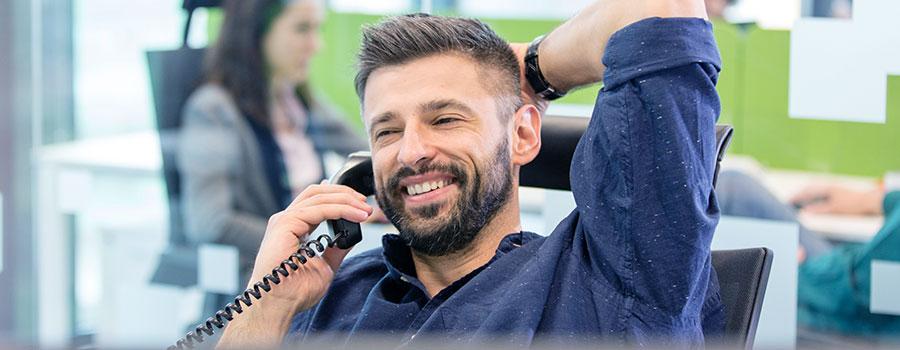 Hier würden Sie einen Call Agent von Homelike sehen, der Sie bei Ihrer Suche nach möblierten Apartments betreut
